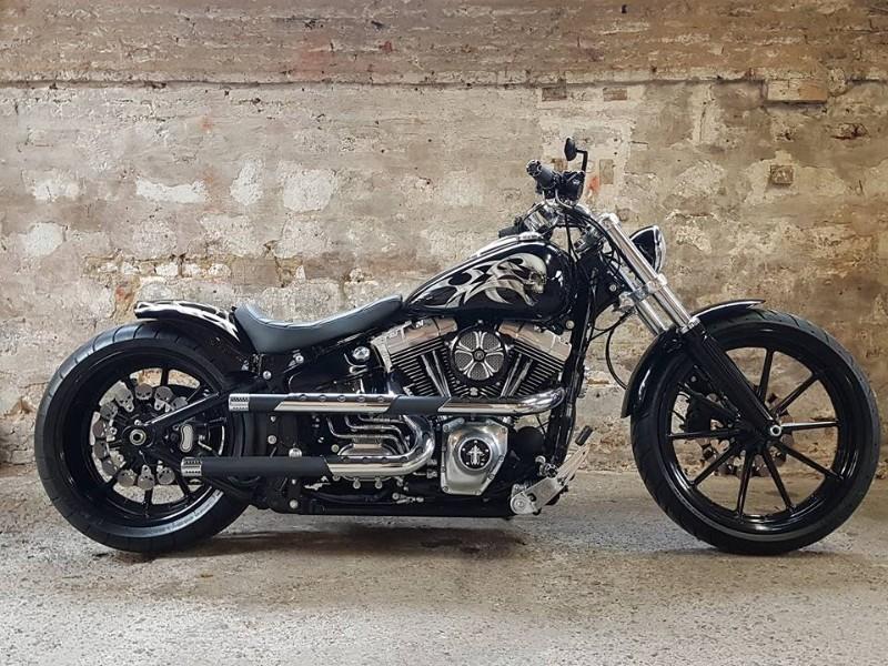 Zombie Bikes Concept: Prépa Harley Davidson sur base Break Out, Skull Trend.